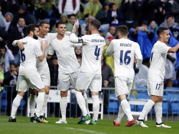 El delantero portugués del Real Madrid, Cristiano Ronaldo celebra el gol marcado ante el Sporting