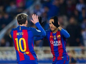 Messi y Neymar celebran un gol con el Barcelona