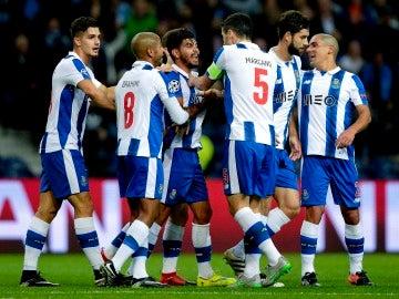 El Oporto de Casillas golea al Leicester y logra meterse en octavos como segundo de grupo