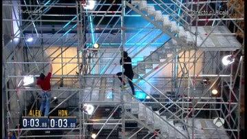 ¿Se sube antes escalando por la torre o por las escaleras?