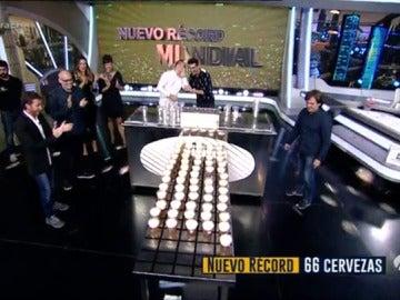 Marron bate el récord mundial de servir cañas de cerveza