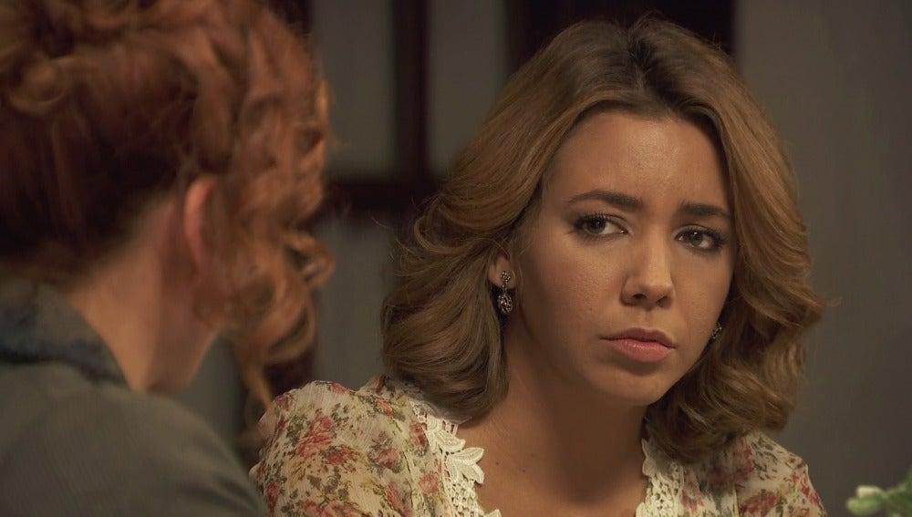 Emilia le cuenta a Fe que la están chantajeando