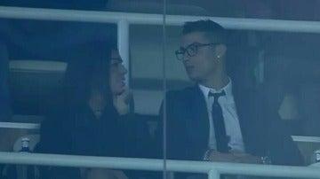 Cristiano, junto a su novia en el Bernabéu