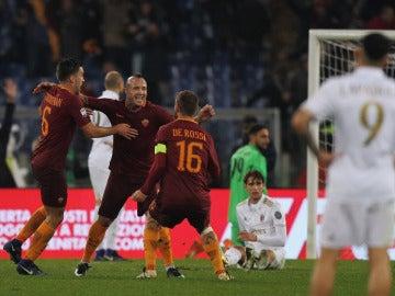 Radja Nainggolan celebra su gol ante el Milan