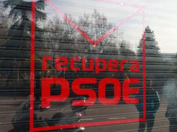 Críticos del PSOE alquilan un local en Ferraz para promover la afiliación