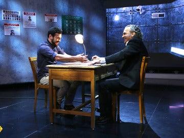 El interrogatorio más duro de Mario Casas y José Coronado