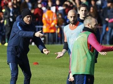 Luis Enrique, durante el entrenamiento con el Barça