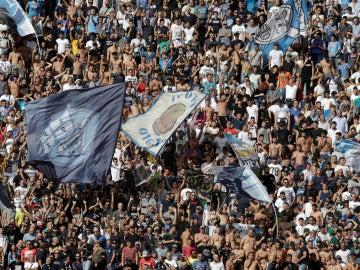 Aficionados del Nápoles durante un partido