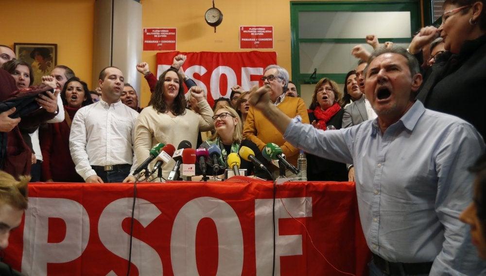 Militantes del PSOE piden congreso en mayo por si hay adelanto electoral