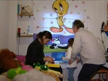 Frame 2.00625 de: Los pediatras dudan del uso médico de las fotos que le hicieron los padres