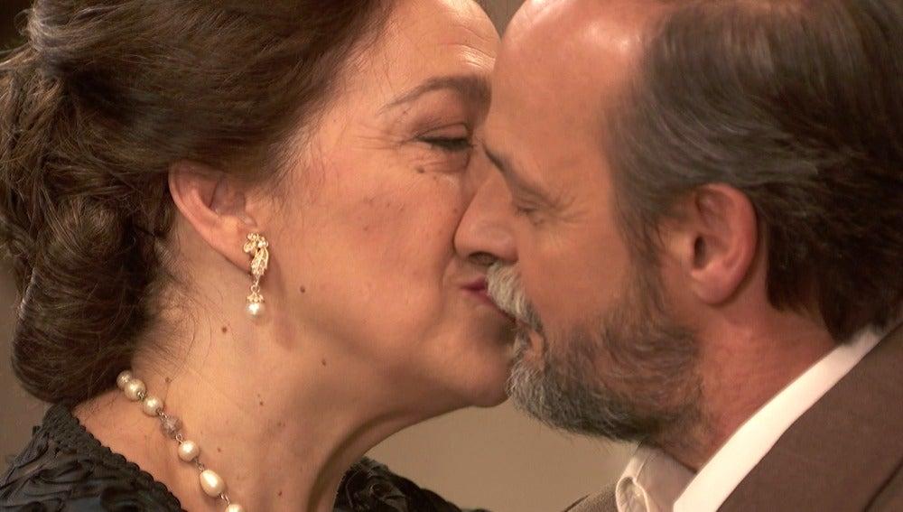 Francisca y Raimundo celebran con un baile su nueva vida