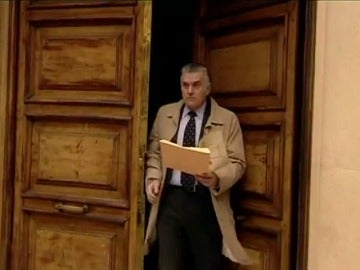 Frame 35.294891 de: De tesorero de confianza a repudiado millonario en Suiza