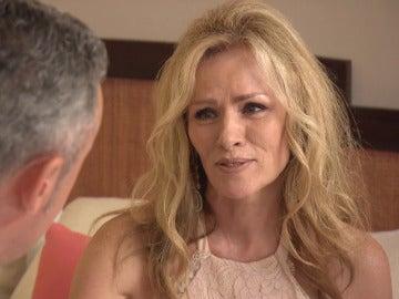 Claudia: madrina, exnovia y mujer perfecta para Jaime