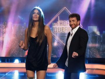 Cristina Pedroche sube la temperatura de 'El Hormiguero' bailando reggaeton junto a Pablo Motos