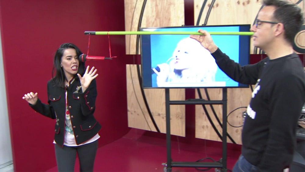 Beatriz Luengo se enfrenta al 'micrófono viviente' de Christina Aguilera