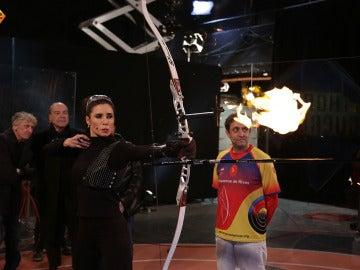 Pilar Rubio consigue encender el pebetero olímpico, en honor a Barcelona '92