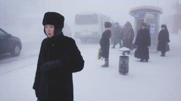 Una mujer en el centro de Yakutsk