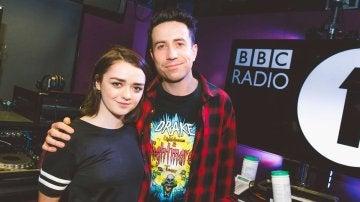 Maisie Williams en el programa de radio