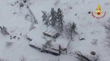 El hotel de Italia sepultado por la nieve