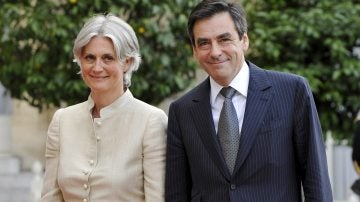 Penelope Fillon junto a su marido François Fillon, ex primer ministro conservador francés