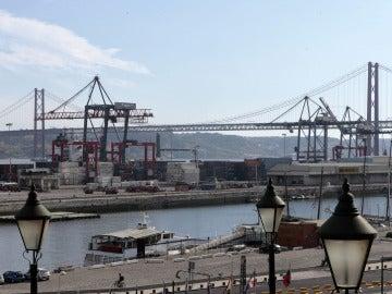 Vista parcial del puerto de Lisboa