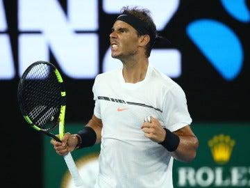 Nadal celebra un punto en la final del Open de Australia