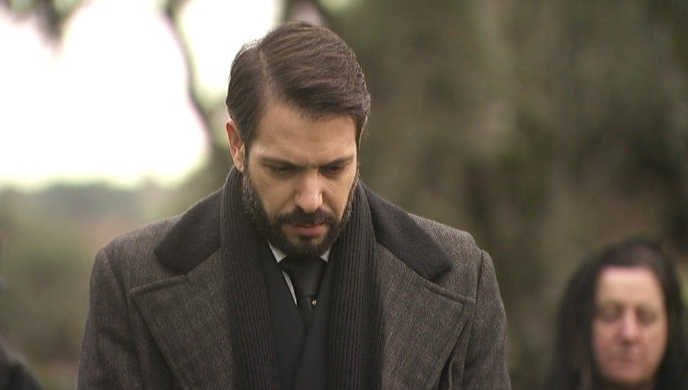 Dolor y tristeza en el entierro de Candela
