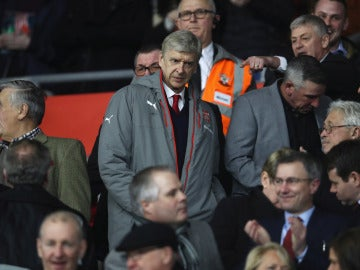Arsene Wenger en las gradas del Emirates