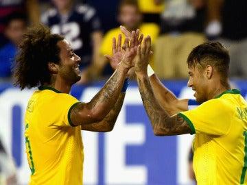 Marcelo y Neymar en un partido con Brasil
