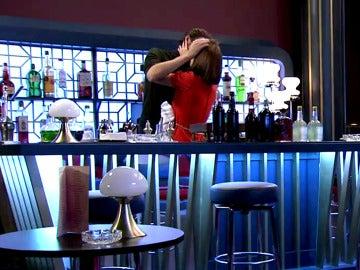Gonzalo y María protagonizan el momento más tórrido ante el inocente equipo de 'Amar es para siempre'