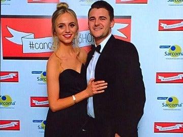 Jessica Sharman, la joven que perdió la memoria tras sufrir un ataque epiléptico, junto a su novio Rich