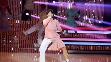 Yolanda Ramos, doble alucinación como Enrique y Ana interpretando 'La Yenka'