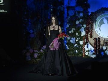 El emotivo homenaje de la hermana de Bimba Bosé, Lucía, sobre la pasarela de la Fashion Week Madrid