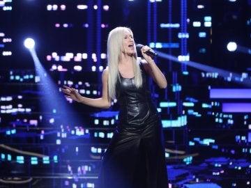 India Martínez se convierte en Christina Aguilera y nos ofrece 'El beso del final'
