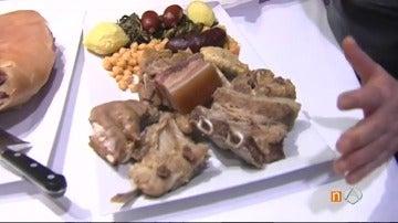 Frame 116.137268 de: Miles de personas degustan el famoso cocido gallego de Lalín