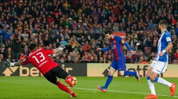 Messi marca ante Herrerín
