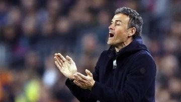 Luis Enrique, en la banda del Camp Nou