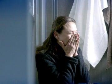 Blanca descubre que alguien le provocó un aborto