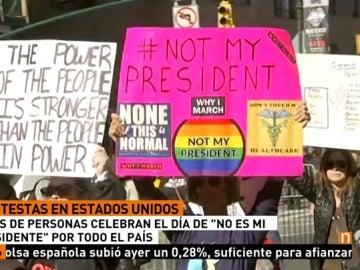 Frame 15.986666 de: Los estadounidenses aprovechan el Día de los Presidentes para salir a las calles a manifestarse contra Trump