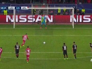 Frame 59.55807 de: Gameiro acaba con la maldición de los penaltis para el Atlético y marca el 1-3 ante el Leverkusen