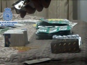 Frame 5.272003 de: Dos detenidos en Cáceres por la venta de medicamentos ilegales a través de Internet