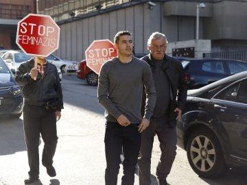 Lucas Hernández, a su llegada a los juzgados