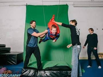Robert Hart se convierte en Superman por un día gracias a la fotógrafa Brandy Angel