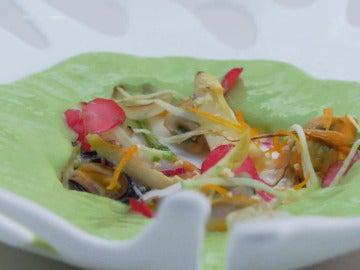 Gazpacho de pepino, manzana, aguacate y moluscos