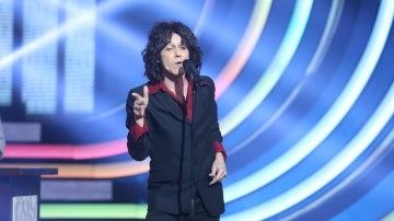 Canco Rodríguez canta al desamor en la barra del bar con 'Infinito' de Enrique Bunbury