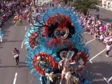 Frame 6.688373 de: Detrás del carnaval hay muchas horas de trabajo y altas cifras de gasto en adornos y disfraces
