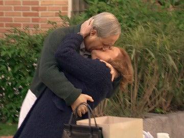 Pelayo y Fuen, el beso apasionado más esperado en 'El Asturiano'