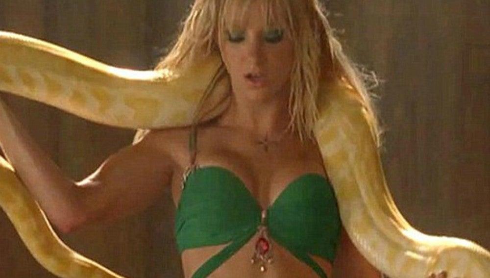 Heather Morris en el capítulo especial de Britney Spears