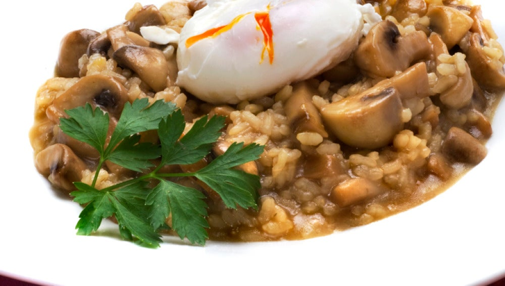 Risotto de champiñones con huevo escalfado