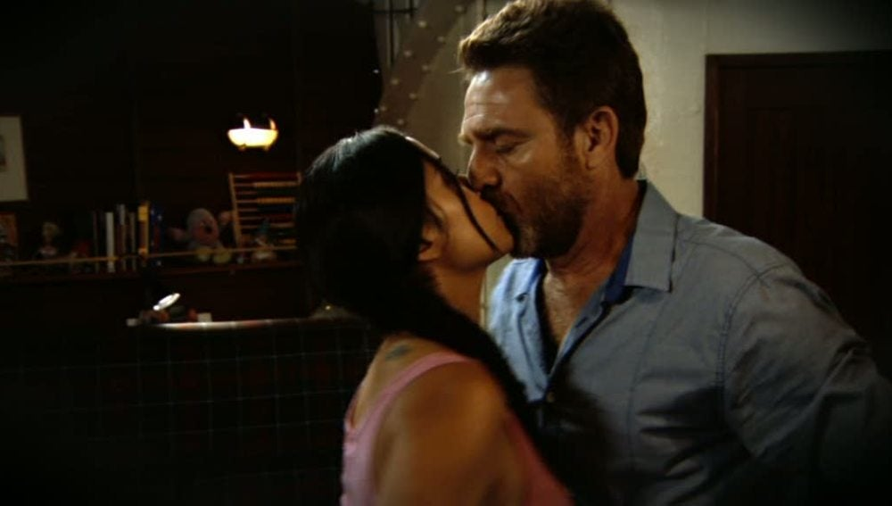 Estela besa al capitán